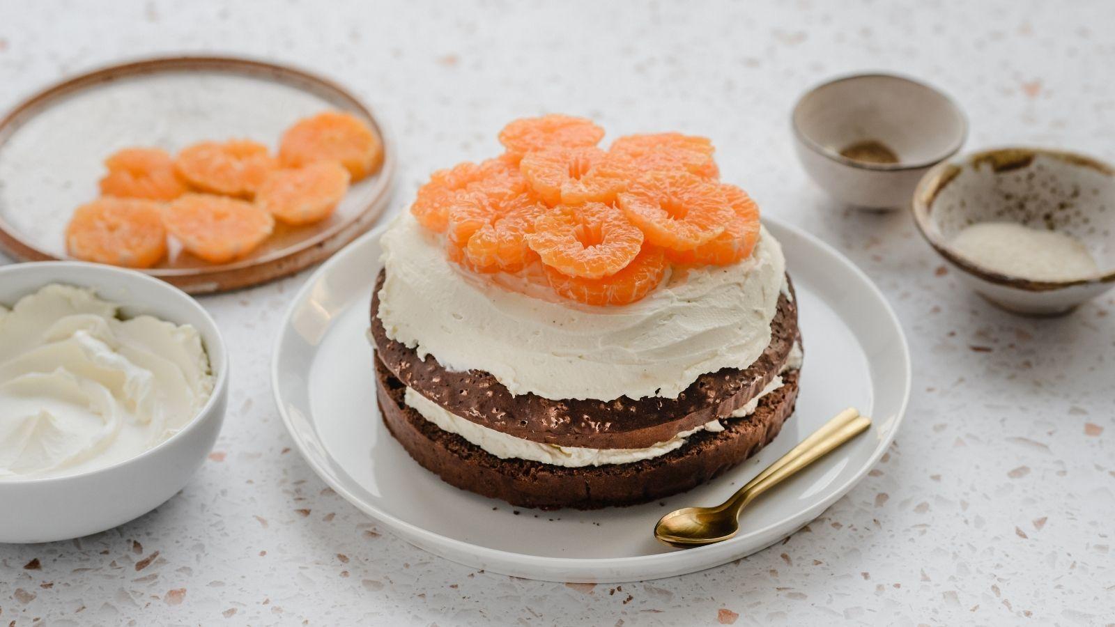 Biszkoptowe ciasto z mandarynkami i kremem