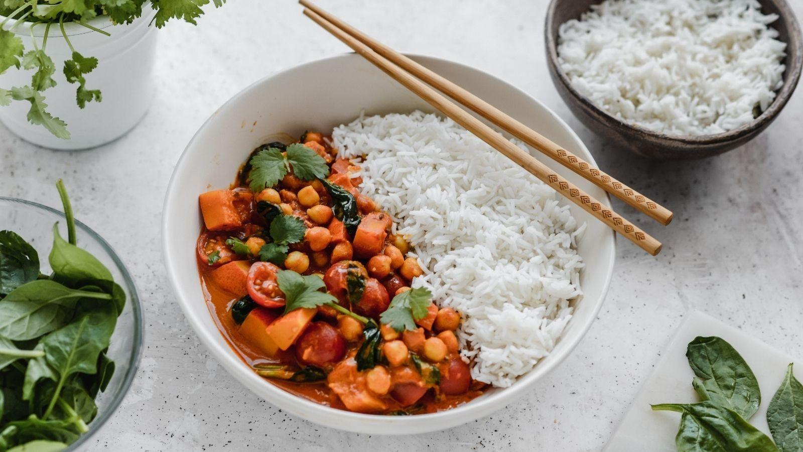 Curry z dynią, szpinakiem oraz ciecierzycą