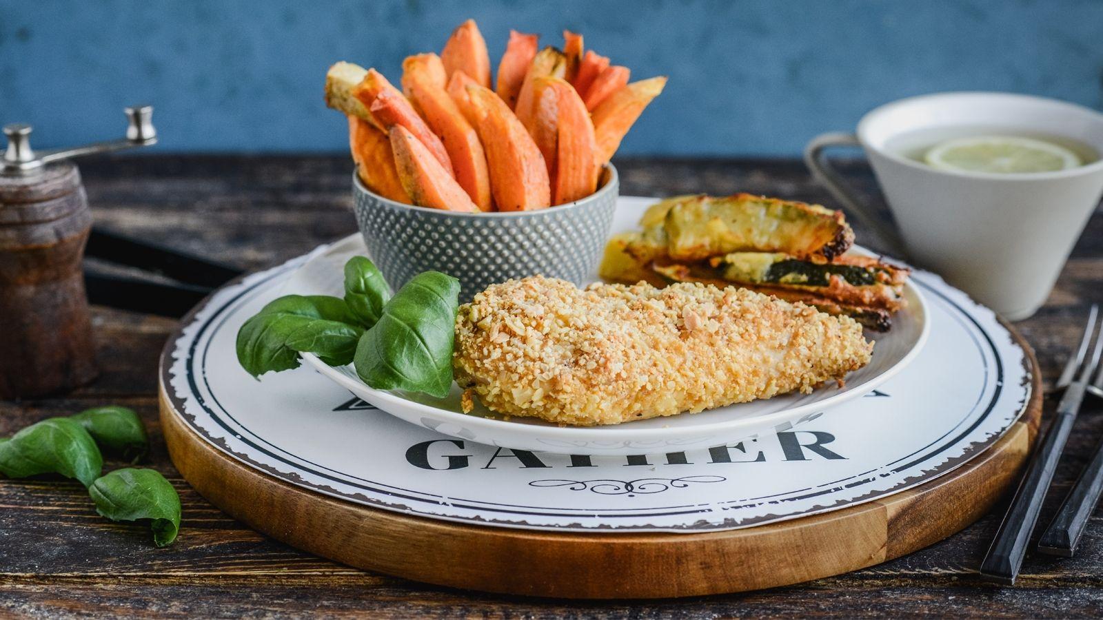 Filet z kurczaka z kolorowymi frytkami warzywnymi