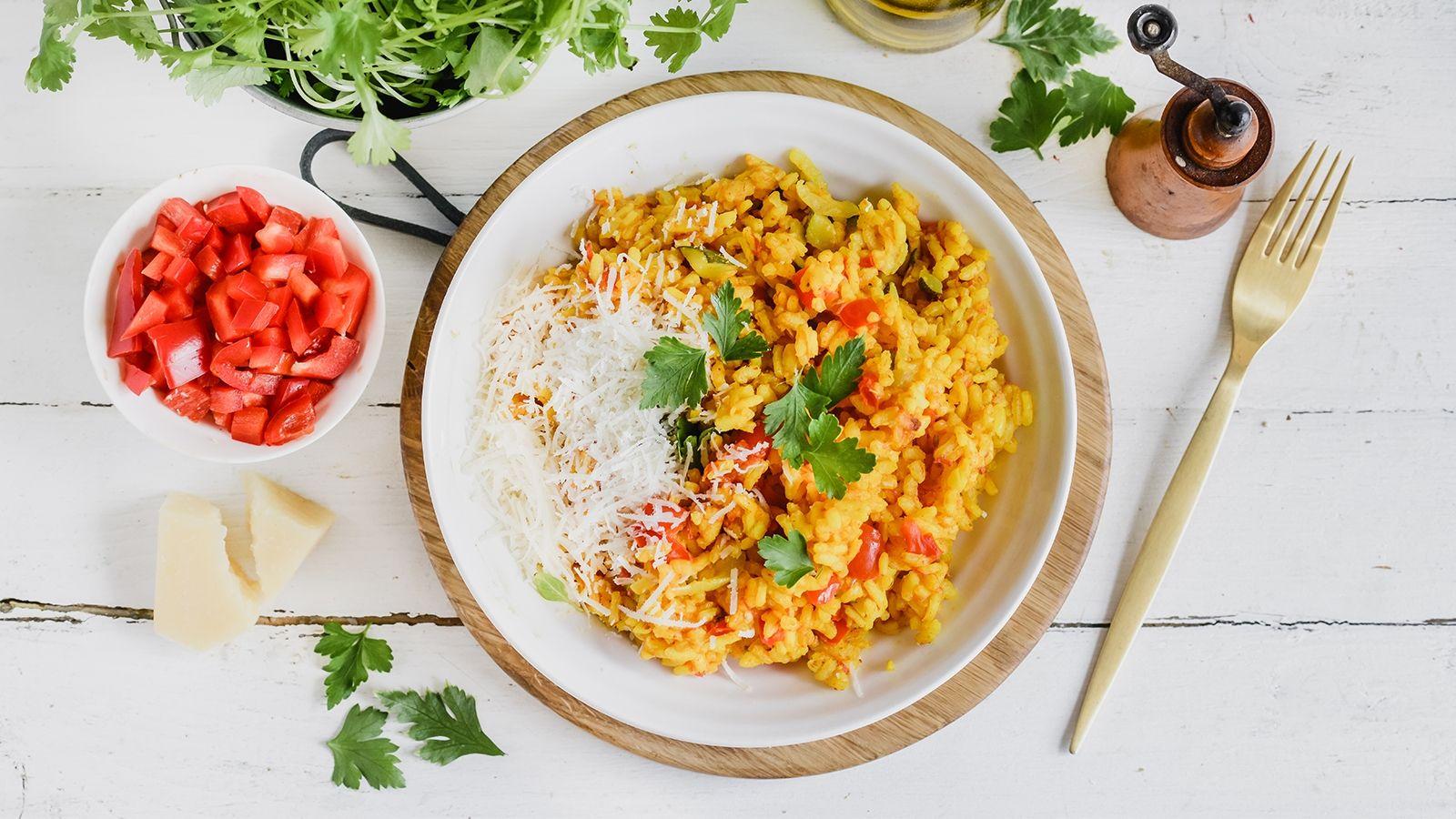 Letnie risotto z pomidorami