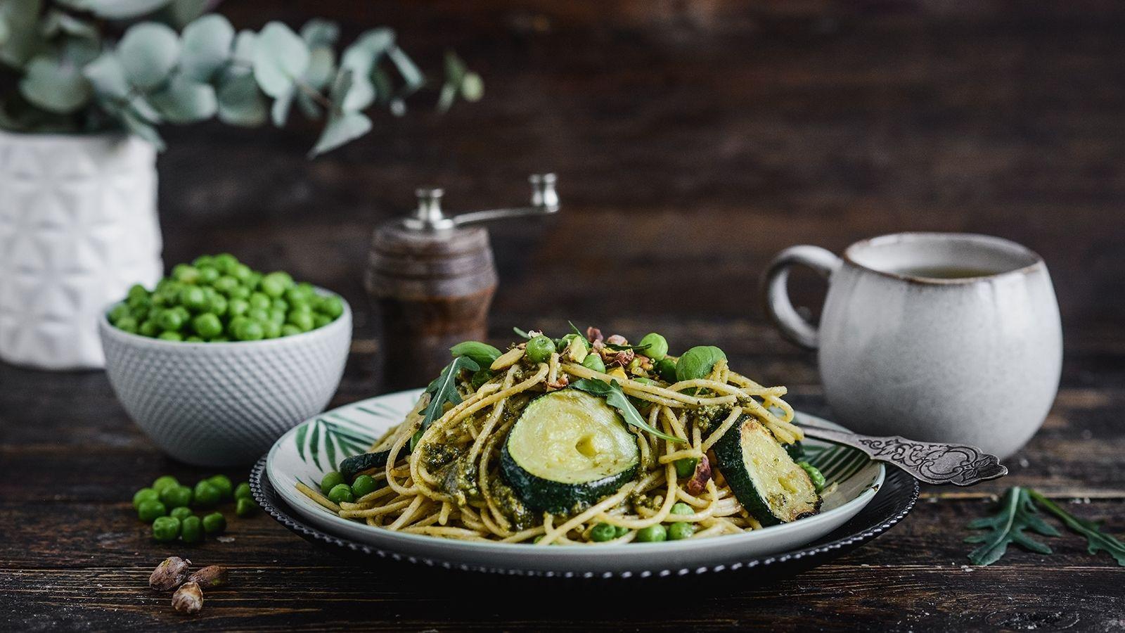 Razowy makaron spaghetti z pesto pistacjowym