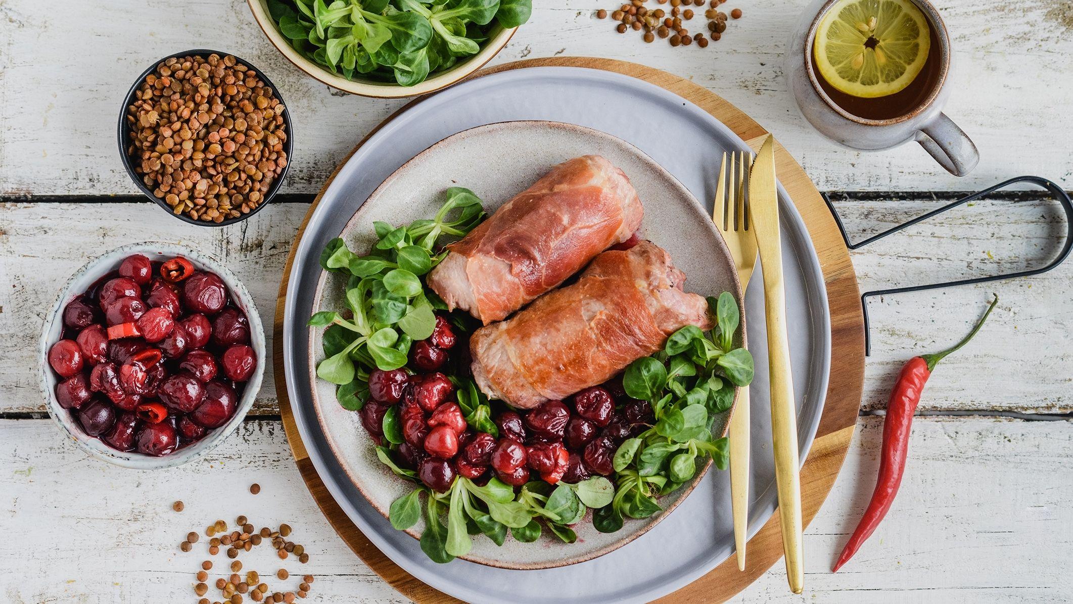 Roladki z karkówki w sosie wiśniowym