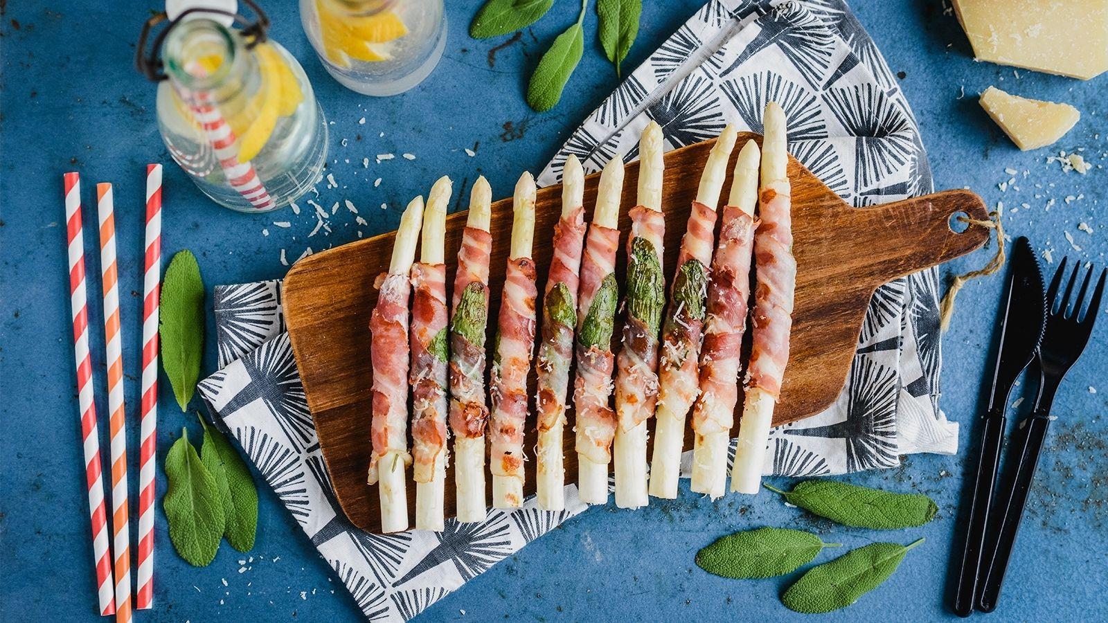 Szparagi grillowane w plastrach boczku