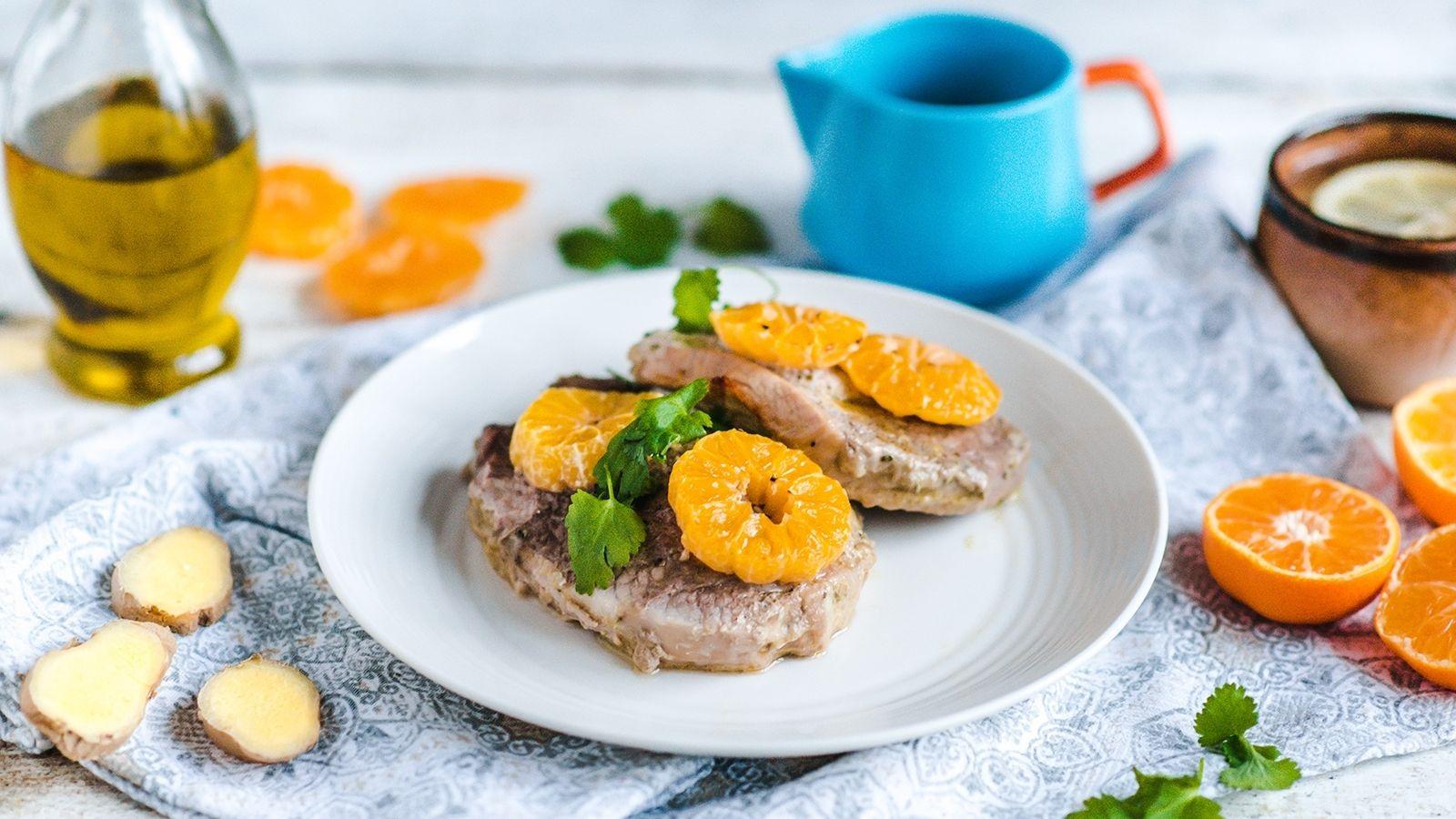 Szynka pieczona z mandarynkami, imbirem i rozmarynem