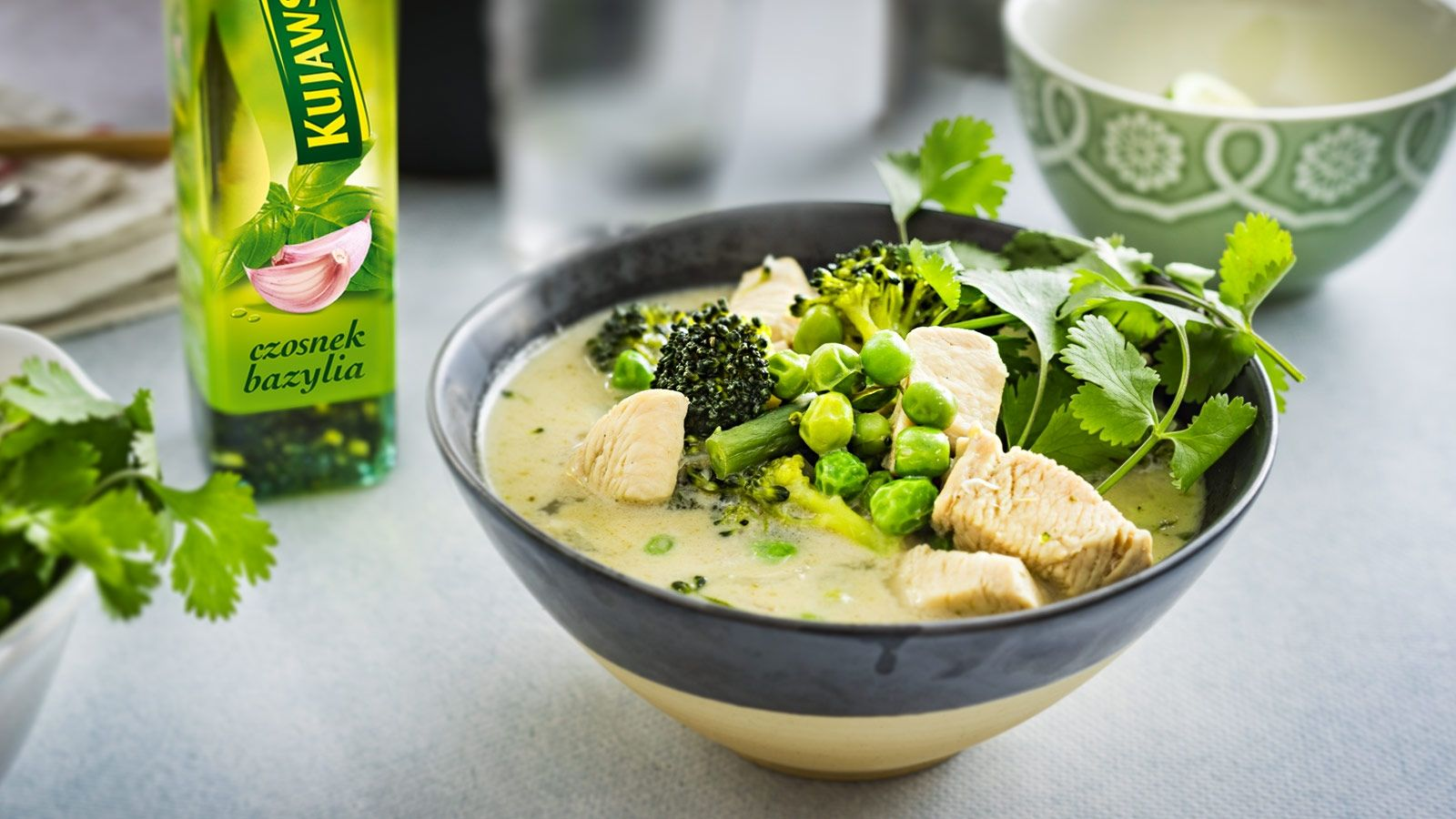 Zielona zupa tajska z kurczakiem