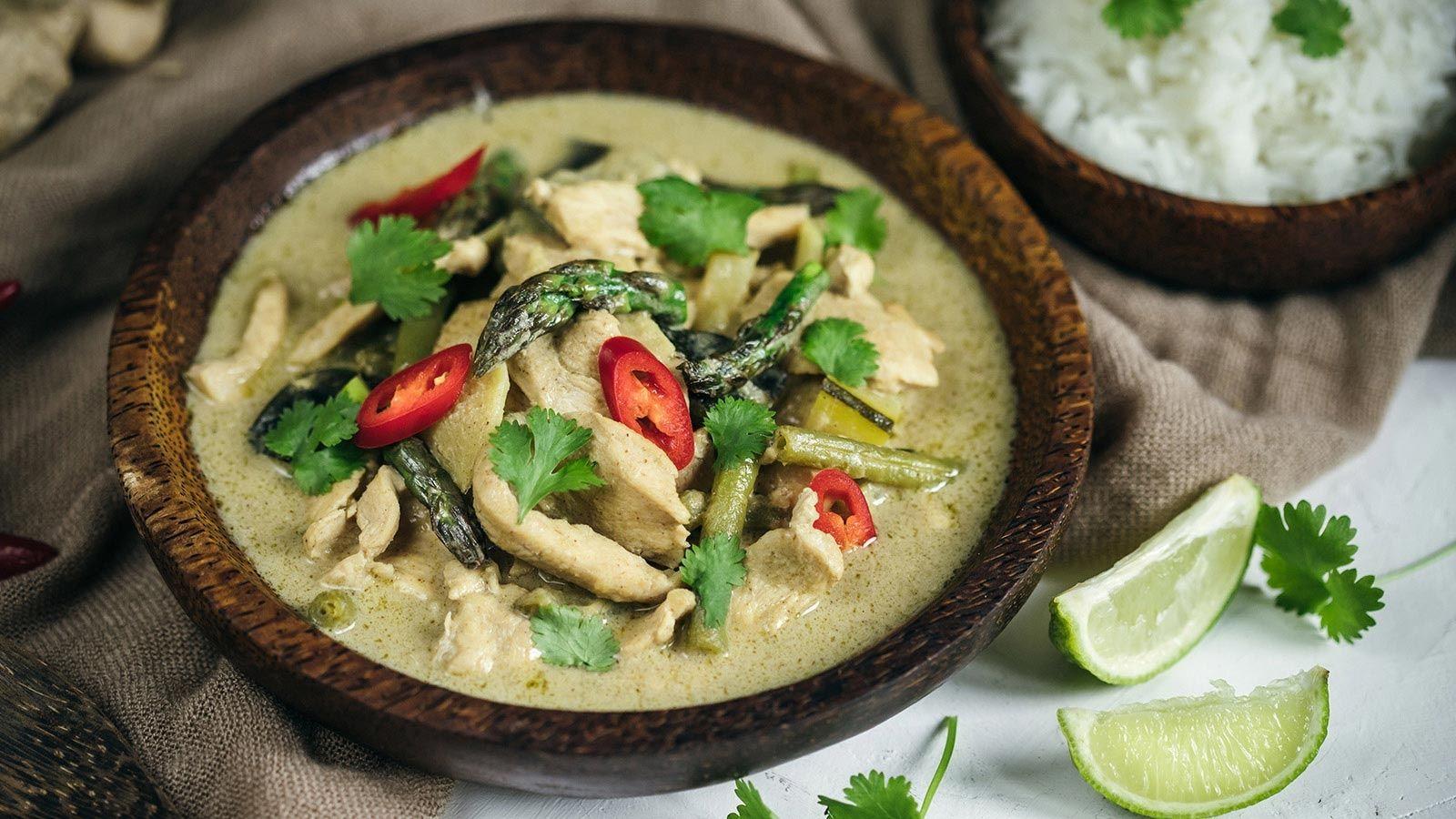 Zielone curry z kurczakiem i szparagami