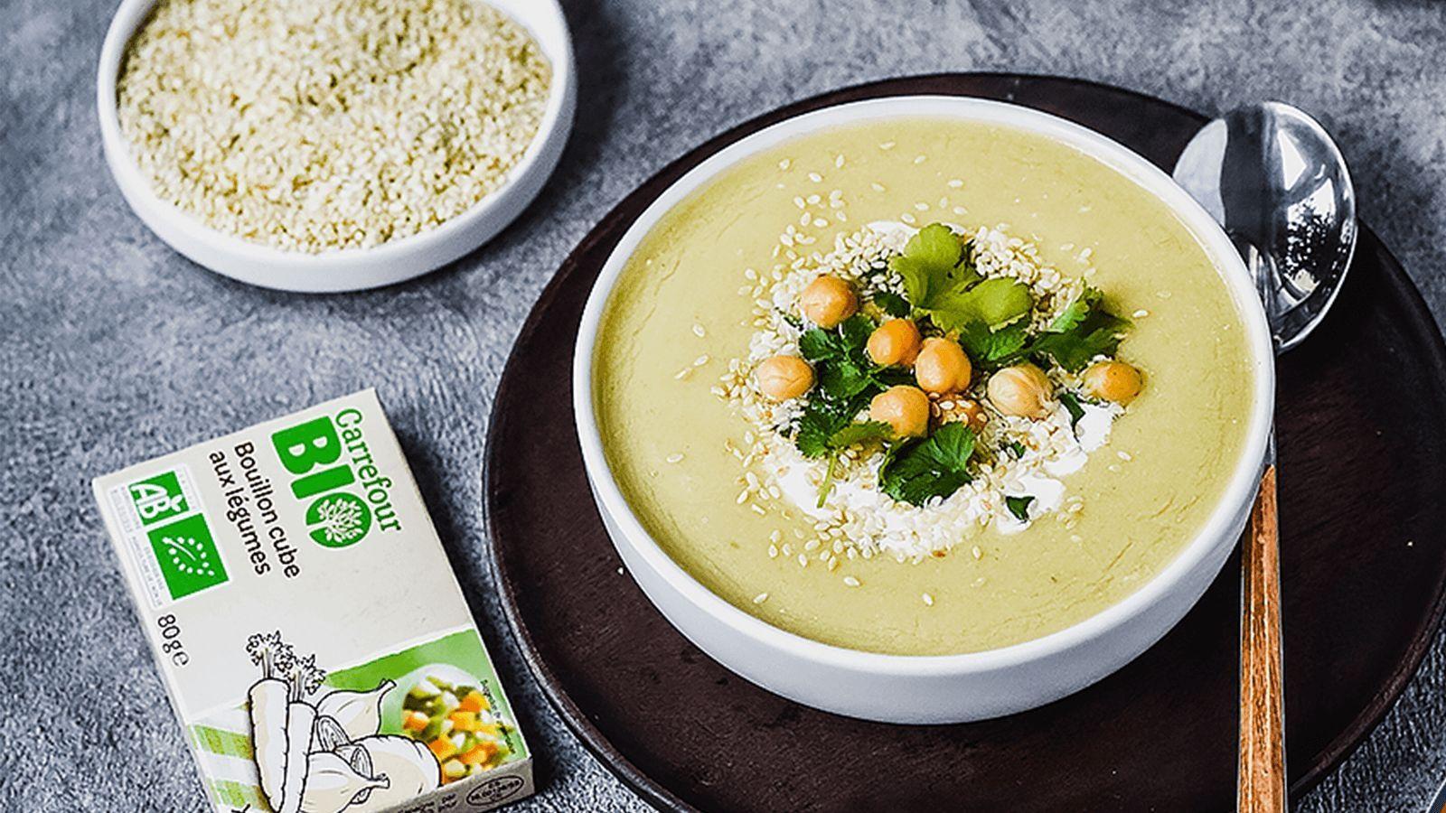 Zupa krem z ciecierzycy z prażonym sezamem i kolendrą
